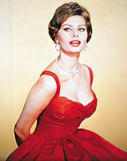 Illustration for article titled Sophia Loren Antes Up A Couple Of Years Late