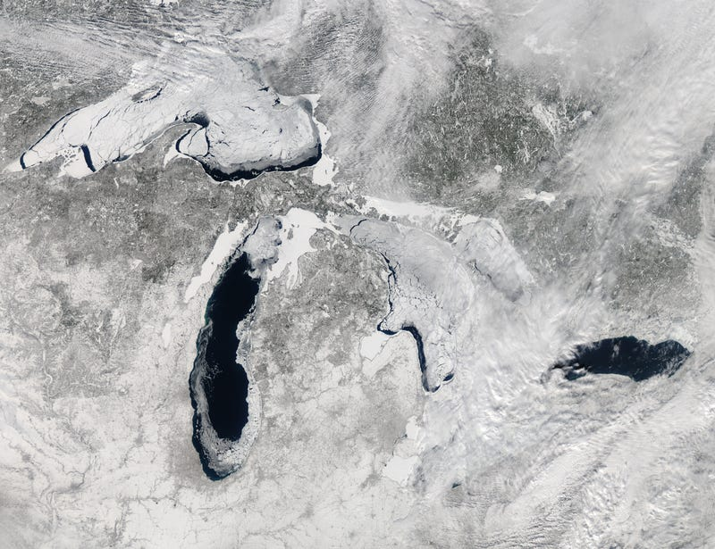 Illustration for article titled Very cool satellite image of the Great Lakes