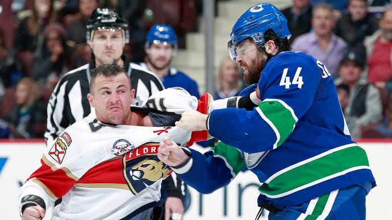Illustration for article titled Erik Gudbranson And Micheal Haley Fought A Proper Boxing Round On The Ice