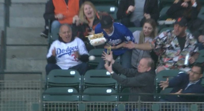 Illustration for article titled Dodgers Fan Keeps Trying To Catch Foul Balls, Keeps Throwing Food All Over The Damn Place