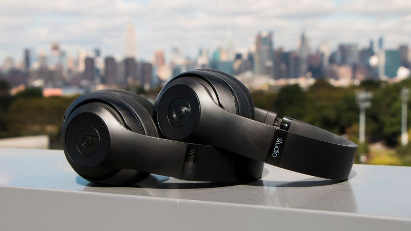 Beats Studio3 'over ear' | $205 | Walmart Foto: Gizmodo