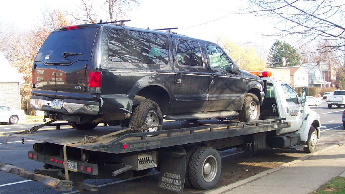 Hilariously bizarre craigslist ad proves this ford excursion is invincible