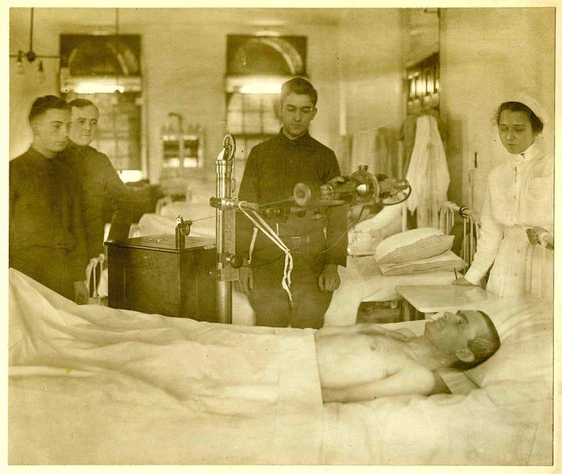 Illustration for article titled Horrifying Vintage Army Medical Photos Make Me Appreciate Modern Medicine Even More