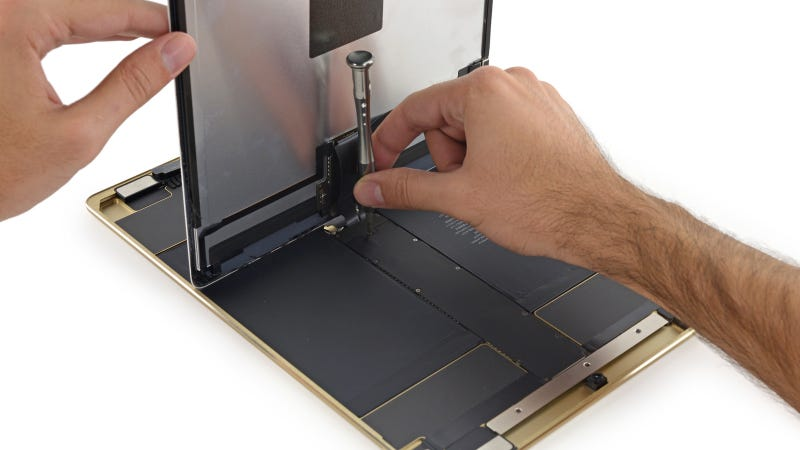Illustration for article titled iPad Pro Teardown: Big Screen Doesn't Mean Easy to Repair