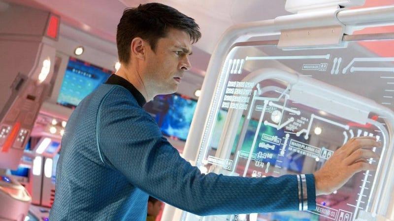 Illustration for article titled Karl Urban reveals the softie inside Star Trek's Bones