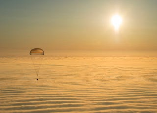 Illustration for article titled Golden Sunshine Over Fog Gave Astronauts A Beautiful Homecoming
