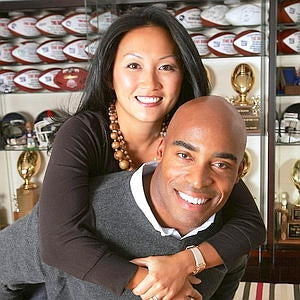 Illustration for article titled Tiki Barber Pulls A Tom Brady On His Pregnant Wife