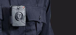 Illustration for article titled 500 policías de Londres comienzan hoy a llevar cámaras en el uniforme