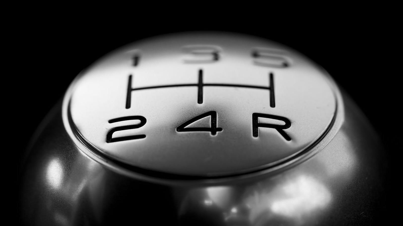 Aprende a manejar un automóvil con cambio manual en solo cinco minutos con este vídeo