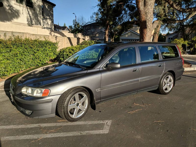Illustration for article titled At $7,999, Could This 2004 Volvo V70 R Feed Your Need For Swede?