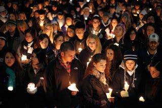 Illustration for article titled LaVar Arrington Speaks At Penn State Candlelight Vigil