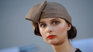 Illustration for article titled Model Hopes Her Hat Won't Flop