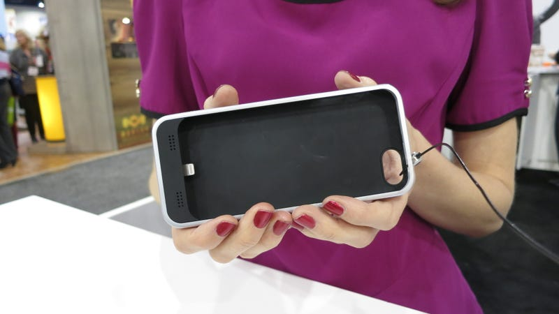 Illustration for article titled iBattz Mojo iPhone Case Charger Hands On: Two Batteries For Double Endurance