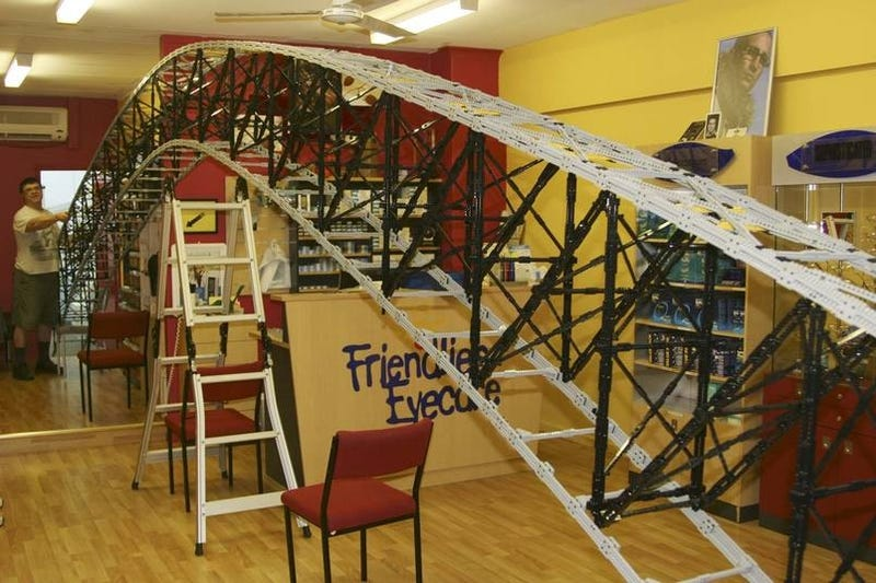 Illustration for article titled 46-Foot Long Self-Supporting Lego Bridge to Set New World Record