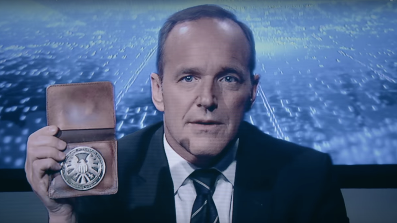 Illustration for article titled Clark Gregg says Captain Marvel has more than one origin story, hint hint