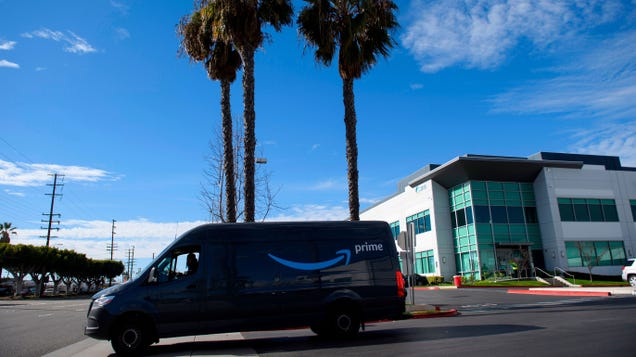Hundreds of Amazon Drivers Agree That They Deserve a Union in an Informal Driver-Led Survey