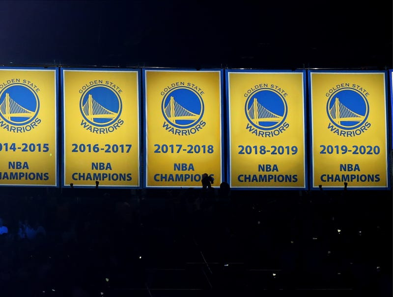 Illustration for article titled Golden State Raises 2018, 2019, 2020 Championship Banners