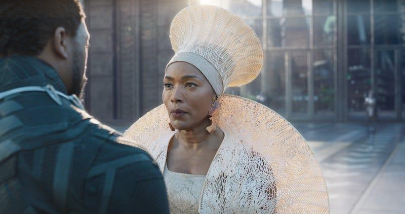 Queen Ramonda (Angela Bassett) wears an isocholo that was created using a 3D printer.