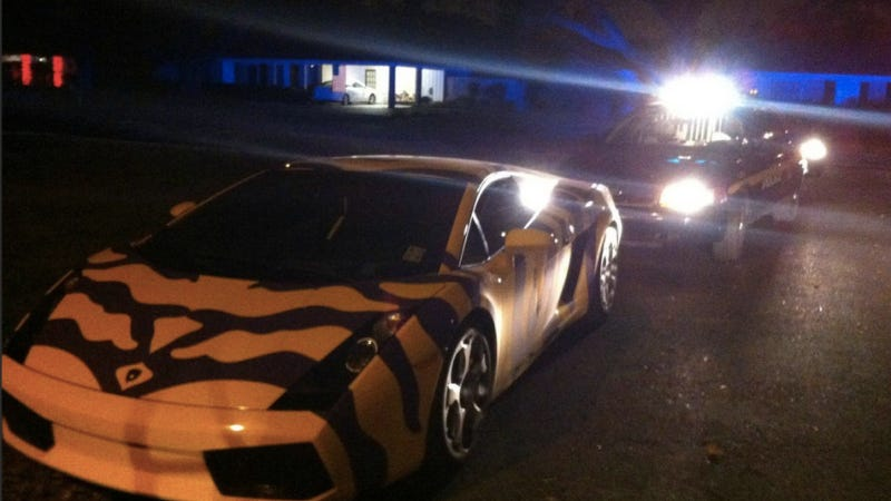 Illustration for article titled This LSU-Striped Lamborghini Was Pulled Over For Breaking Laws Of Good Taste