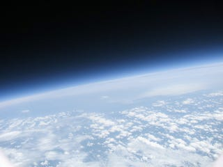 Illustration for article titled Amateur Helium Balloon Reaches 28km Altitude