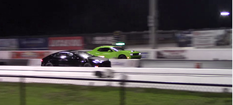 Illustration for article titled Hellcat Beats Tesla In Rematch Drag Race; Muscle Car Guys Rejoice