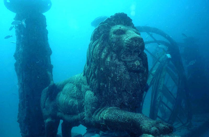 Underwater cemetery looks like the ruins of the lost city ...