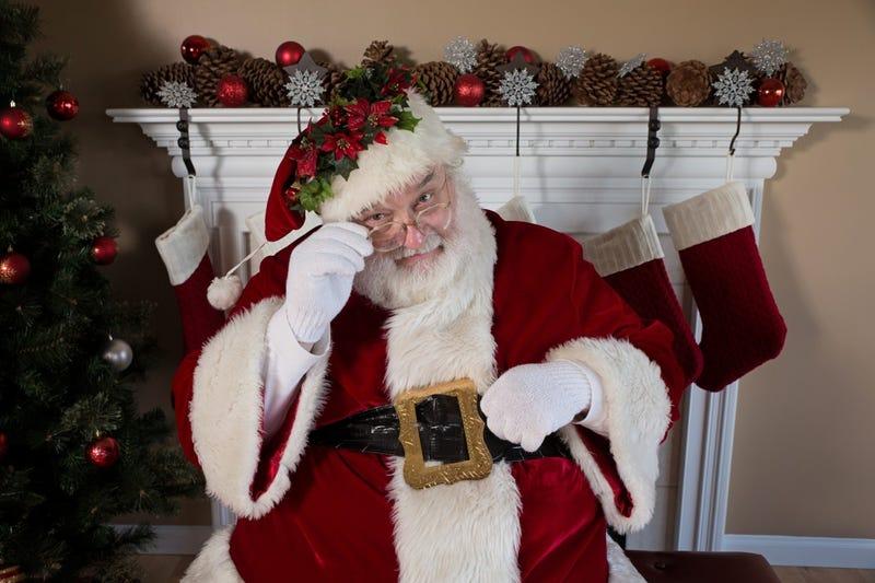 Illustration for article titled Felices Fiestas: Papá Noel muere de un ataque al corazón frente a una sala repleta de niños rusos