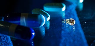 Illustration for article titled Inventan la forma de cargar implantes diminutos desde fuera del cuerpo
