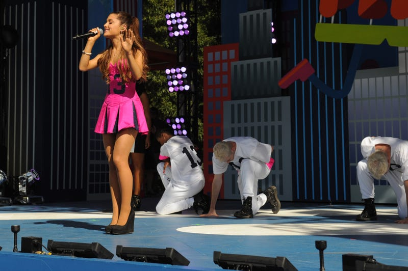 Illustration for article titled Ariana Grande Indirectly Denies That She's a Cheater