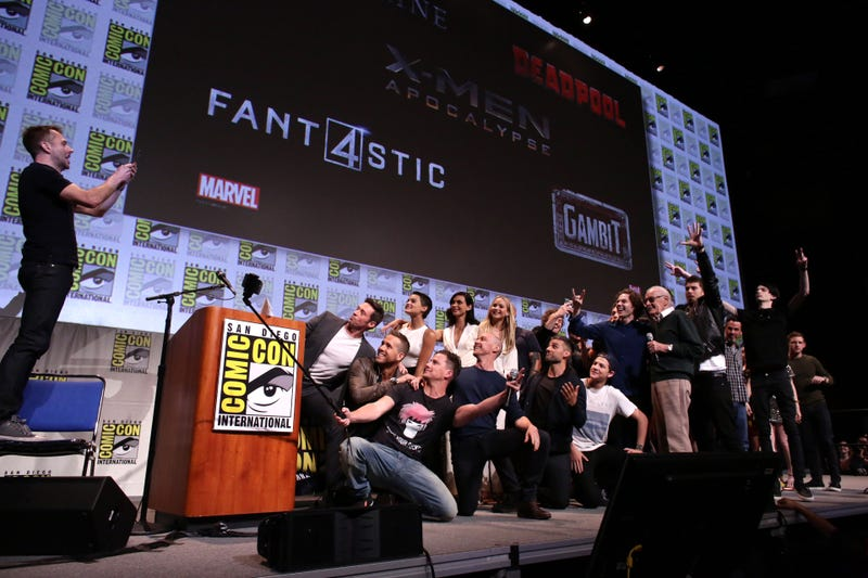 Illustration for article titled The X-Men, Deadpool, Fantastic Four And Gambit Casts Take One Epic Photo