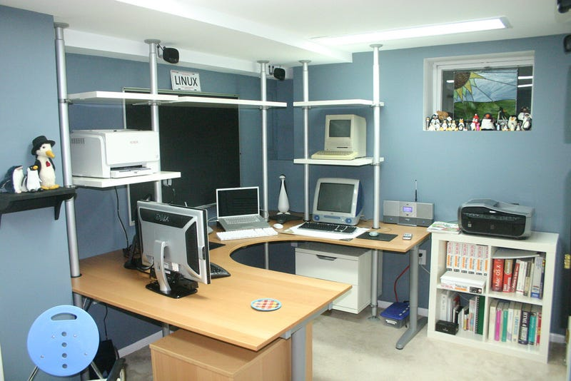 Illustration for article titled Before and After: The Linux Lover's Lair