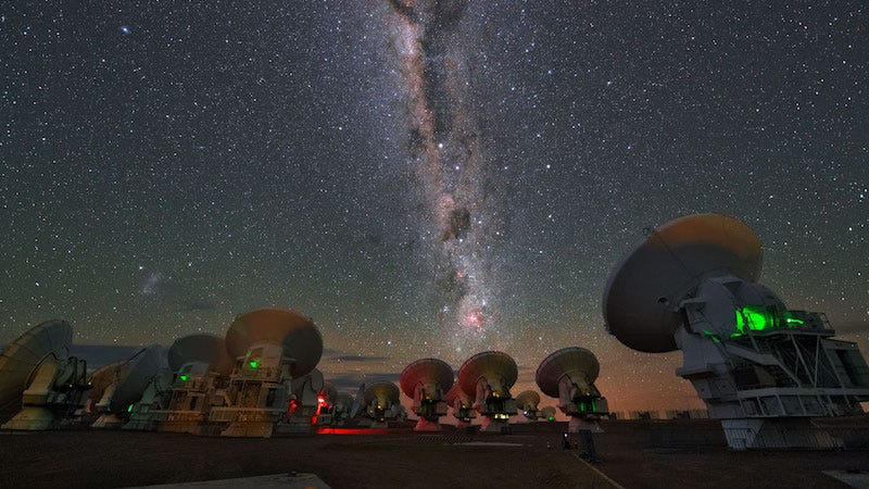Milky Way seen over the ALMA observatory (Image: ESO/Y. Beletsky)
