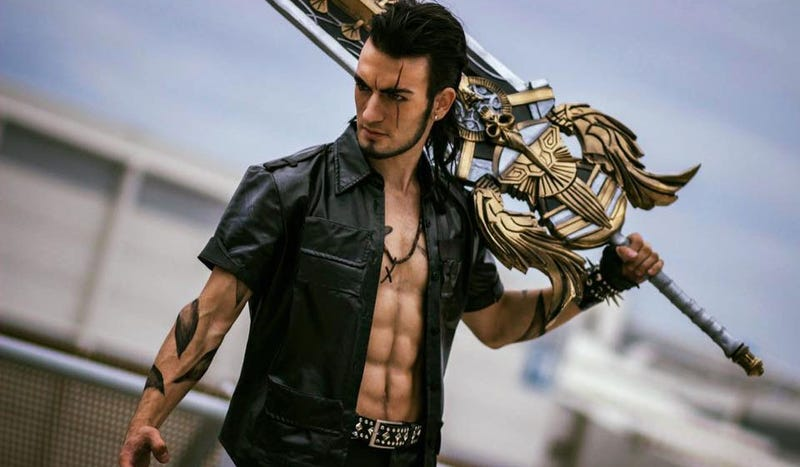 Cosplay by Leon Chiro | Photo by Alzak