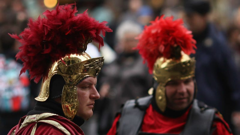 """""""Roman soldiers"""" outside the Pantheon. Photo via Getty Images."""