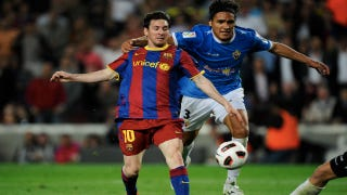 Illustration for article titled Lionel Messi Gives Marcelo Silva A Place To Rest His Weary Hand