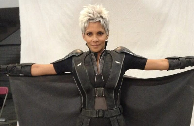 Illustration for article titled Storm got a haircut! First look at Halle Berry on the new  X-Men set