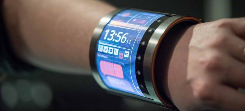 Illustration for article titled This4.7-Inch Organic LCD Wraps Right Around Your Wrist