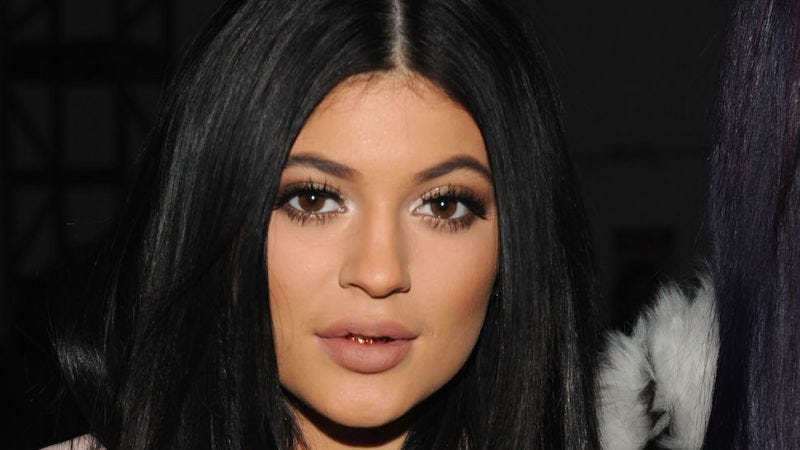 Illustration for article titled Kylie Jenner Confirms 'I'm Not Engaged :)'
