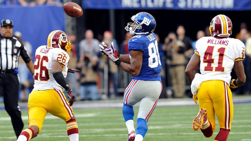 Illustration for article titled Eli Manning Hit Victor Cruz Because The Redskins Ran Their Same Two-Minute Drill Coverage From The First Half