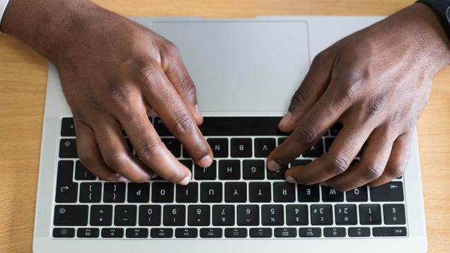 Test Your Typing Speed in 54 Languages at 10FastFingers