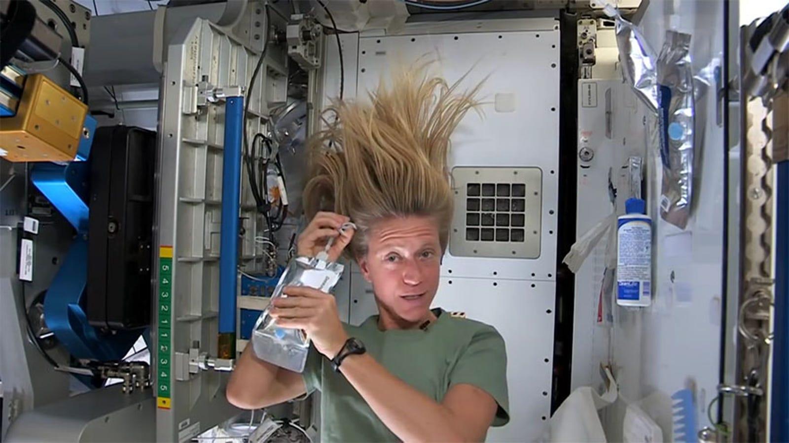 La increíble lista de actividades cotidianas que son mil veces más difíciles en el espacio