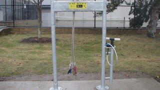 Illustration for article titled These Awesome Public Bike Repair Stations Let You Fix Your Bike for Free