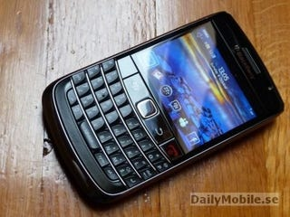 Illustration for article titled Elusive BlackBerry 9700 (Onyx) Spotted Posing On Hardwood