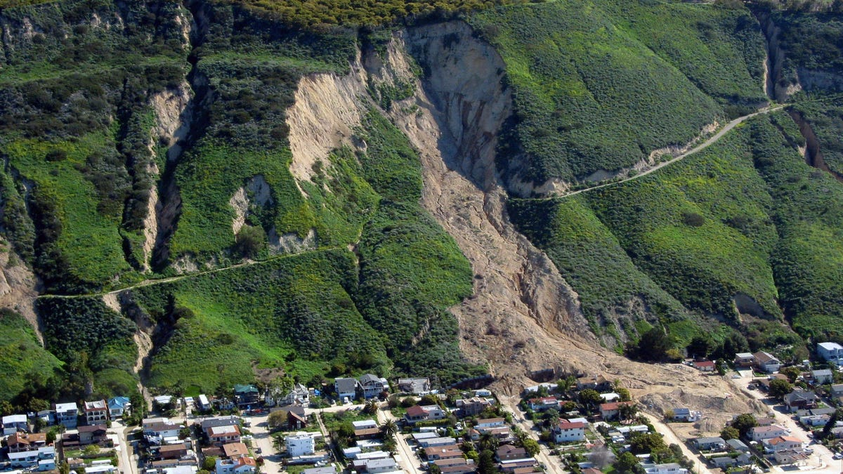 How To Recognize The Signs Of An Impending Landslide