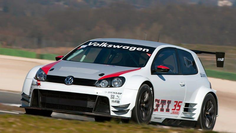 Illustration for article titled VW's Golf24 tackles the 24 hours of Nürburgring