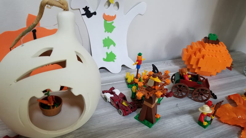 Have a Halloween mess, and a built LEGO Pumpkin courtesy of Swan.