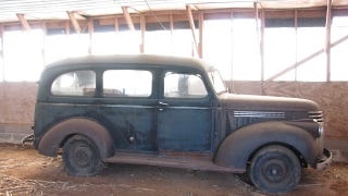 Illustration for article titled 1947 Chevrolet Suburban Is A Legitimate Barn Find