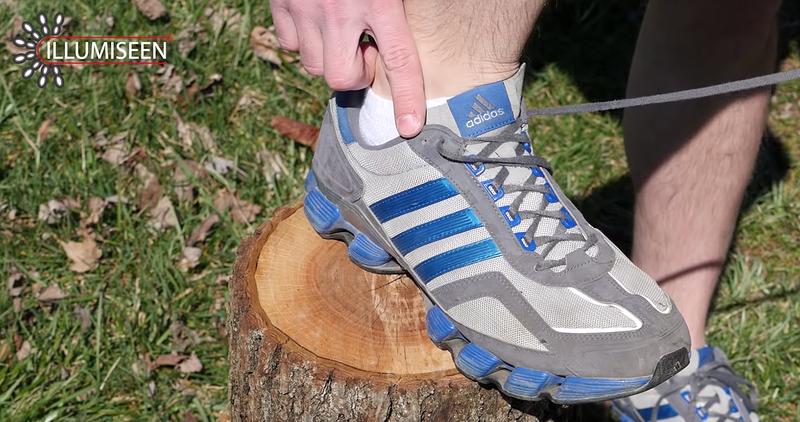 Illustration for article titled Para qué sirve el último agujero de tus zapatillas deportivas (ese por el que nunca pasas los cordones)