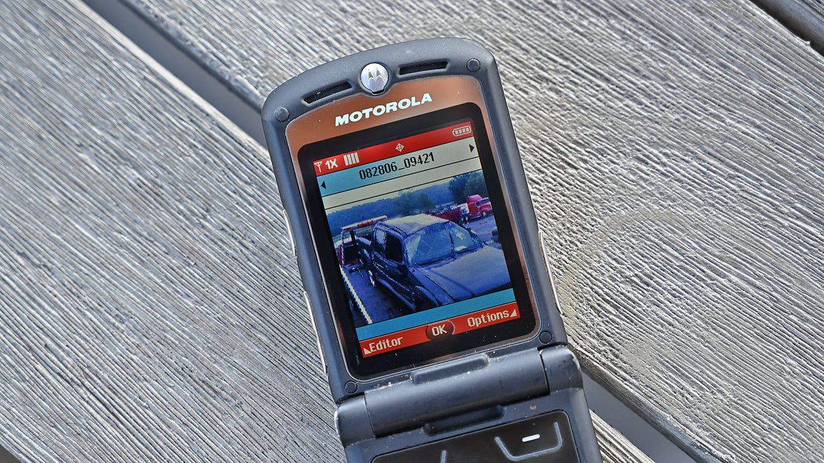 Remember the Motorola Razer, 15 Years Later