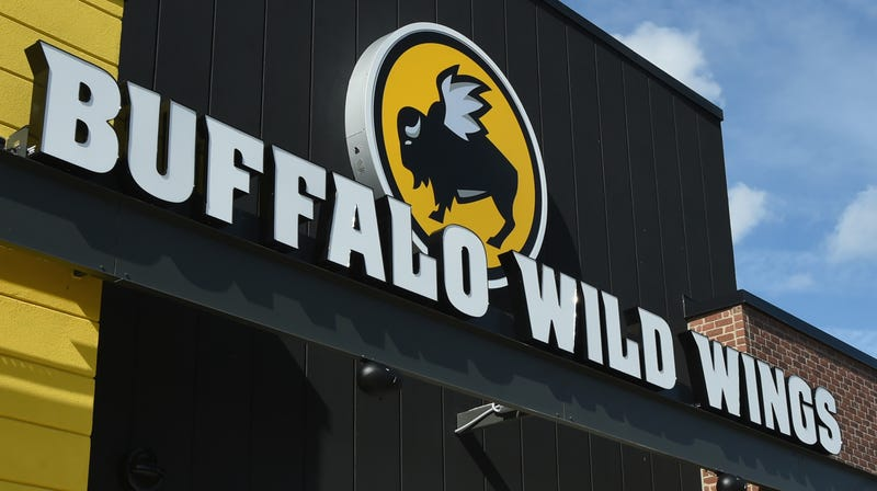 Illustration for article titled Buffalo Wild Wings looks to get into sports betting